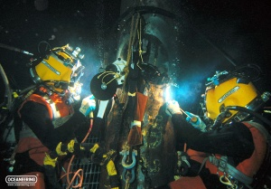 19_20111101-divers-wet-welding