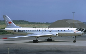 Aeroflot_Tupolev_Tu-104B_at_Arlanda,_July_1972